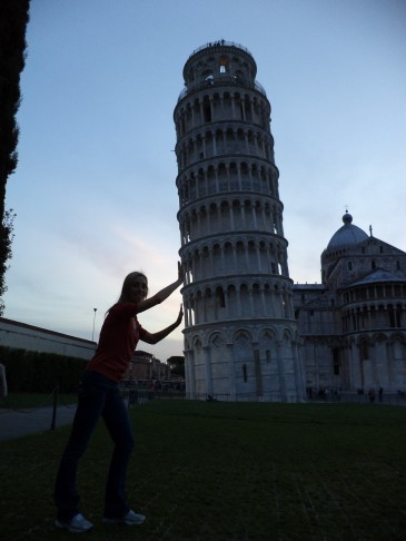 Typical tourist photo at the Leaning Tower of Pisa